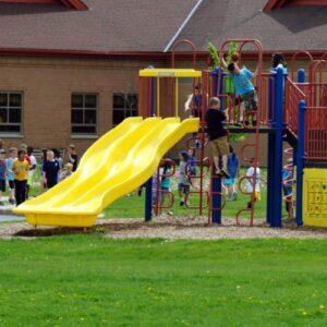 Echipamente pentru terenuri de joaca in aer liber